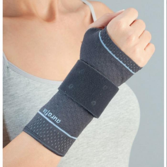 Бандаж на лучезапястный сустав с силиконовой вставкой и ребром жесткости Aurafix АО-17