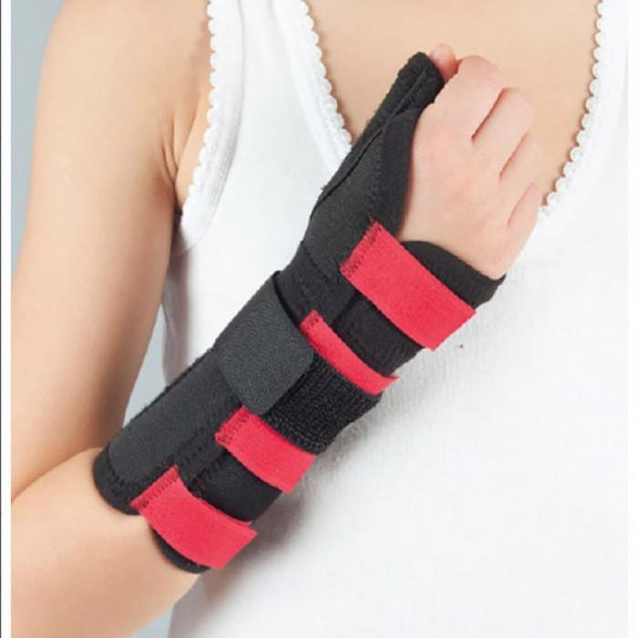 Бандаж на лучезапястный сустав с фиксацией пальца детский Aurafix DG-21